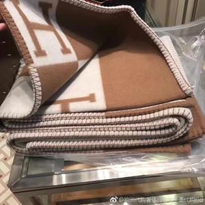 Nouvelle lettre H Cashmere Rose Couverture 140 * 170cm Crochet souple écharpe Châle chaud portable à carreaux en molleton Tricoté Throw serviette Cape Sofa Canapé lit
