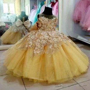 2020 Gold Lace Pearls Vestidos menina Sheer Neck vestido de baile Pouco casamento menina vestidos vintage Comunhão Pageant Vestidos Vestidos