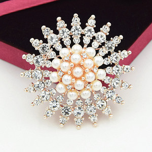 Super Flash Rhinestone Brooches 2019 Women Round Pins Big Snowflake Brooches White Pearl Crystal Boutique Lady Dress Party Brooch 24PCS