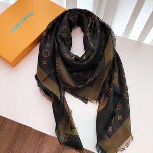 Bufanda de diseño de trébol de cuatro hojas Bufanda de lujo para mujer Múltiples usos Bufandas de mantón de marca 4 colores 140x140cm Alta calidad con caja de regalo