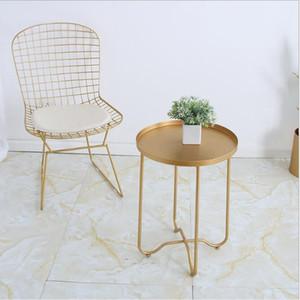 Sofá balcón mesa de té plegable El lado dorado de la sala de estar Habitación nórdica de lujo de metal de hierro y arte mesa de té