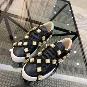 Brancos sapatos casuais sapatos casuais confortáveis e bonitas strass cadeias femininas das mulheres extremamente durável e estável 35-40