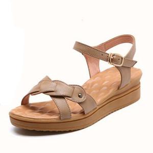 Мягкие удобные нескользящие плоские сандалии на танкетке Летняя обувь для мамы 2019 Открытая обувь Женская обувь Сандалии Натуральная кожа Повседневные сандалии