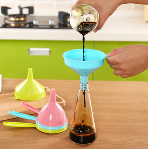 Food Grade Funnel tragbarer Kunststoff Multi-Funktions-Stiel Flüssig-Trichter Home Küchenwerkzeug Pure Color LX1509