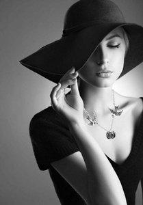 Gioielli Dongsheng annata di modo Swallow di Rosa del fiore del Choker Femminile Semplice gotico Neckalces Donne Accessori ragazza regalo