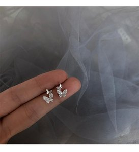 Obear neue Art und Weise glänzende Zircon-Schmetterling-Bolzen-Ohrringe Einfaches Temperament Persönlichkeit Kleine Frauen-Ohrringe