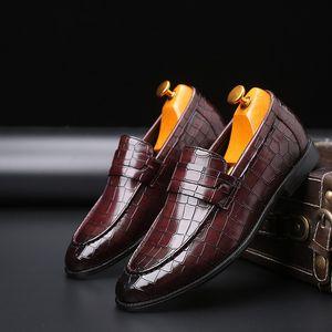 ERRFC Fashion Forward Mens Досуг кожаные ботинки скользят по Остроконечному Toe Дизайнер Черного камень Pattern Человек платье обуви Плюс Размер 47 48