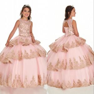 2020 Baby Pink Многоуровневых Ruffle Девушка Pageant платье кружево аппликация Crew Neck бальной Прекрасные девушки цветка младенец Первого причастие платье