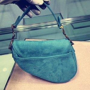Высокое качество известный Crossbody сумка седло бархат Алмаз пряжка женщины маленькая сумка мини квадратные сумки мобильный мессенджер сумка 19 см 0447
