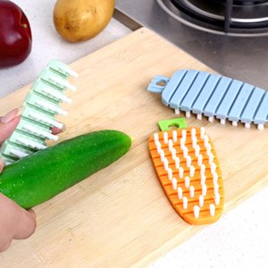2019 New 14*6cm Carrot Shaped Plastic Handheld Cleaning Brushes for Fruit & Vegetable Home Kitchen Hanging Cleaning Tools 6A1423