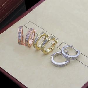 Europa América estilo Lady Mujer Titanio Acero grabado CA letra C Forma C Configuración de diamante completo Hoop Stud Pendientes 3 Color