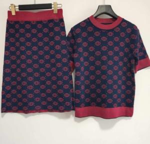 Designer Mulheres Two Piece Vestidos New Arrival Moda Womens Marca Camiseta + Vestidos Conjuntos de luxo Dois ternos tamanho S-L YF202191