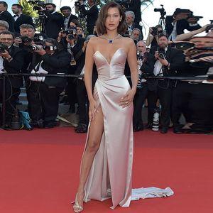 Sevintage sereia sexy Dividir Side Satin Celebrity Dress Ruched V-Neck vestidos no tapete vermelho simples barato longa noite vestidos de 2020