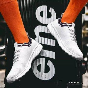 Com Meias hotsale luxuosa da forma das mulheres dos homens Running Shoes preto branco azul respirável Sports Sneaker Mens formadores sapatos de designer casuais