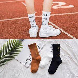 Moda masculina de algodón / carta femenina tripulación patrón de impresión hip hop marca Tide interesante novedad de alta calidad calcetines blancos Skarpetki
