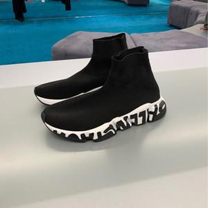 Marca caliente del calcetín del zapato Hombres Mujeres velocidad Formadores las zapatillas de deporte de moda de calidad superior de punto de malla Slip-en los zapatos de aire Ultra Ligero inferior corredores de arranque