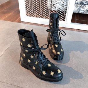 2019 Designer Frauen Schuhe Mode britischen Boots-runde Zehe Martin Stiefel Runde Zehe-Mode Gestickte Ankle Boots Sun Booties Blume