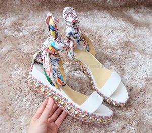 İlkbahar / Yaz Ünlü Levanten 60mm Beyaz Rugan Kadın Kama Sandal Graffiti Bilek Kayışı Konfor Gladyatör Sandalet Yüksek Topuklar