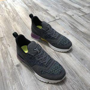 2019 남성 디자이너 신발 구두 아름다운 플랫폼 캐주얼 스니커즈 고급 디자이너 신발 가죽 단색 드레스 신발 c01