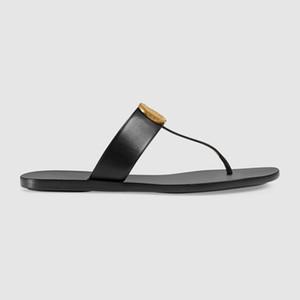 Designer 10mm sandálias de couro mens forma das mulheres t-strap lisas dos flip-flops gravada com placa de metal ouro-Tom