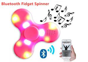 regalo al por mayor de la mano opcional Spinner luz LED de Bluetooth de la persona agitada Spinner metal rodamientos de bolas de juguete EDC para la descompresión Bluetooth Spinners