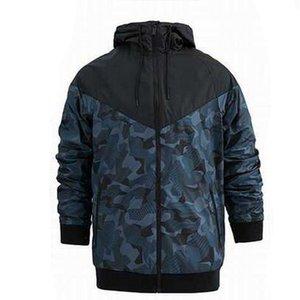 Dış Giyim İlkbahar Sonbahar Uzun Kollu Fermuar Kapüşonlular M-3XL CE98242 Running Erkekler Tasarımcı Kamuflaj WINDBREAKER Baskı Spor Coats için ceketler