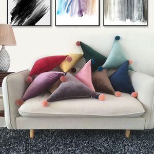 Almofada de Veludo Ins Sólida Triângulo Retângulo Travesseiro Almofada Bola Pompom Bola Almofada Do Sofá Do Carro Casa Decorativa Almofadas GGA2437