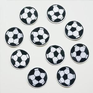 10 UNIDS Bordado de Hierro De Costura En Fútbol Parches Deporte Fútbol Insignia Para Bolsa Jeans Sombrero Apliques Etiqueta DIY Fresca Decoración Linda