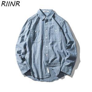 Riinr 2020 Frühling-neuer Retro beiläufige Art Light Blue vertikale gestreifte gewaschene 100% Baumwolle Langarm-Shirts