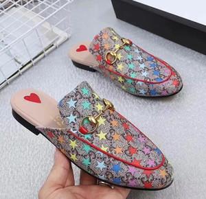 hombre y para mujer de la moda de la correa de cuero de las sandalias con detalles de oro en tonos unisex causal zapatillas flip flop de goma pisos de playa