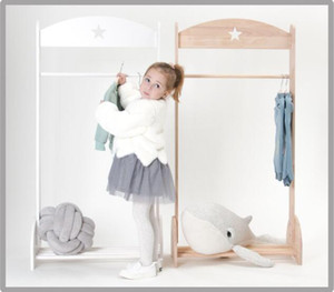 Nordic style children's room decoration solid wood landing star hanger children's clothing rack mother and baby shop shooting props