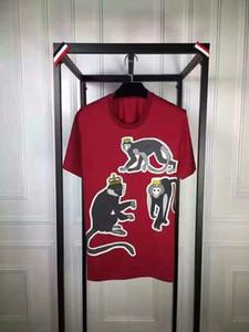 Homens Roupas Famoso Brand Verão Manga Curta O-pescoço Vermelho Casual Slim Camiseta Mens Tops Tee com Macaco Impressão Unisex Tee Camiseta