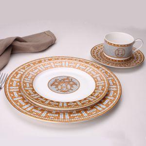 Um jantar placas cerâmicas padrão geométrico Dish Ceramic Charger placa amarela Grade Louça Placa Set Travessa de servir Bone China Y200610
