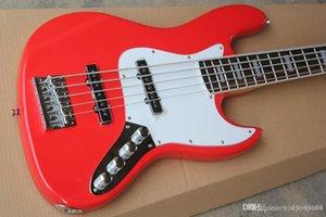 Atacado Red Baixo Da Guitarra El éTrica Com 2 пикапа, Escala Em Rosewood, 5 Cordas, Branco Pickguard, Oferta Personalizada Servi çOs