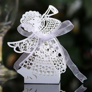 50pcs Angel Girl Laser Cut Hollow Carriage Favor regali di caramelle Dragee Scatole Baby Shower nozze di cioccolato Carta da regalo Borse