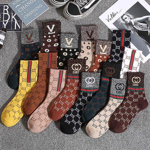 Otoño e invierno calcetines RETRO cartas en las medias calcetines de la manera de seda de oro clásicos calcetines patrón de hombres y mujeres universales