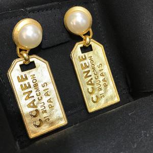 Yeni 925 gümüş iğne Retro inci alfabe küpe kadın tasarımcı küpe lüks tasarımcı takı kadın küpe altın bronz madalya