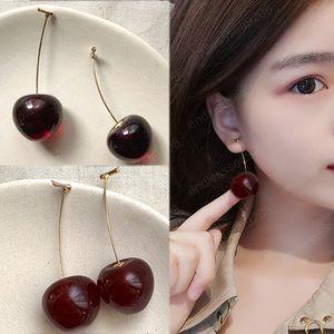 Yeni Sevimli Simülasyon Kırmızı Cherry küpe Tatlı Reçine Sıcak Satış Altın ColorFor Kadınlar Kız Öğrenci Meyve 1pair Küpe Hediye