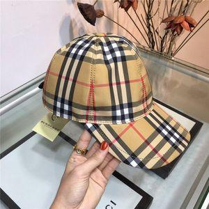 rejilla de rayas clásicas lujo de los hombres y las mujeres sombreros de sol de alta calidad, gorras, sombreros de hip hop y otros estilos.