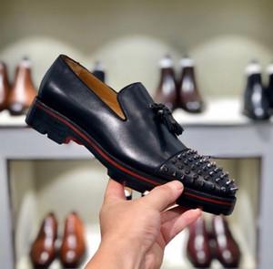 Perfetto Gentiluomo inferiore rossa Dandelion nappa fannullone Designer scarpe di lusso Slip On Wedding Spikes Uomini Oxford piatto partito