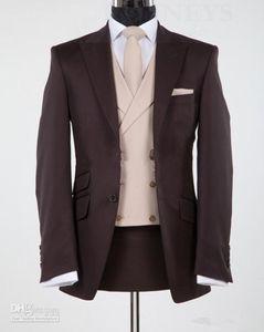 تصميم جديد الشوكولاته براون الذروة التلبيب العريس البدلات الرسمية رفقاء العريس الزفاف السترة الدعاوى الدعاوى التجارية (سترة + سروال + سترة + التعادل) XF226