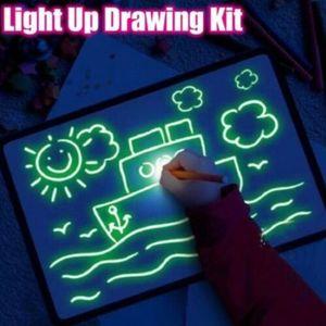 Desenhar com luz Fun Drawing Board Brinquedos Pintura Suprimentos Bebê brinquedos mágicos desenhar Educacional Creative Home Luminous Mão 5A escrita Board