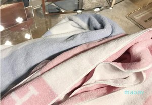 Letter H Towel Soft Cotton Bath Towel Set for Adult Baby Creative Gift 56 * 100cm and 35 * 35cm
