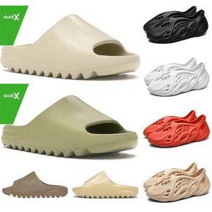 Stock X Kanye West Designer Slide Foam Runner Mens Chinelos das mulheres Sandálias de praia Resina Terra do deserto Osso Crianças Sapatos de plataforma para crianças