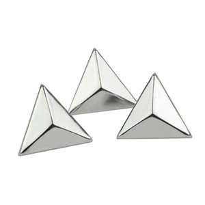 Punk Rock 15mm Silver Triangle Rivetti Spike Studs Borsa Cintura Leathercraft Abbigliamento Accessori fai da te Craft 200pcs / set