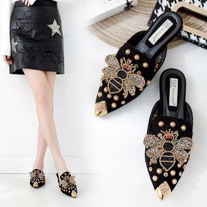 Mulheres Chinelo Sapato de bico fino Rivet Bee Spring Feminino Marca Designer Chinelos Lady usar fora Slides Mulher Chinelos 40
