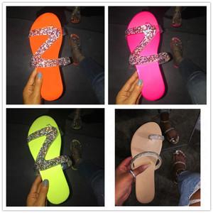 2020 femmes d'été de diamant Slipper Glitter Sandales plates Slides bling brillant Shinny couleur Tongs plage de bain Diapositives Chaussures eau D62203