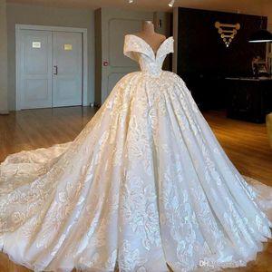 2019 Árabe cordón de lujo del vestido de bola de los vestidos de boda del hombro con pliegues de encaje apliques tren capilla vestidos de novia BC2355