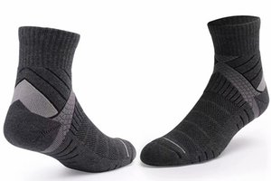 2019 Men Socks Sport soccer sock Cotton Socks Male Spring Summer Running Cool Soild Mesh Socks For one Size