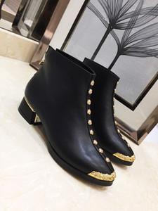 Hot Sale design-mode femme bottes Bottoms femmes Boot Chaussures Filles Designer Avec Party Spikes cloutés Bottes Winte